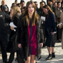Adèle Exarchopoulos au défié Prêt-à-Porter Automne / Hiver 2014/2015 Louis Vuitton à la Cour Carrée du Louvre à Paris, mercredi 5 Mars 2014.