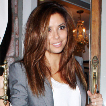 Eva Longoria sort de son salon de coiffure Ken Paves à Hollywood