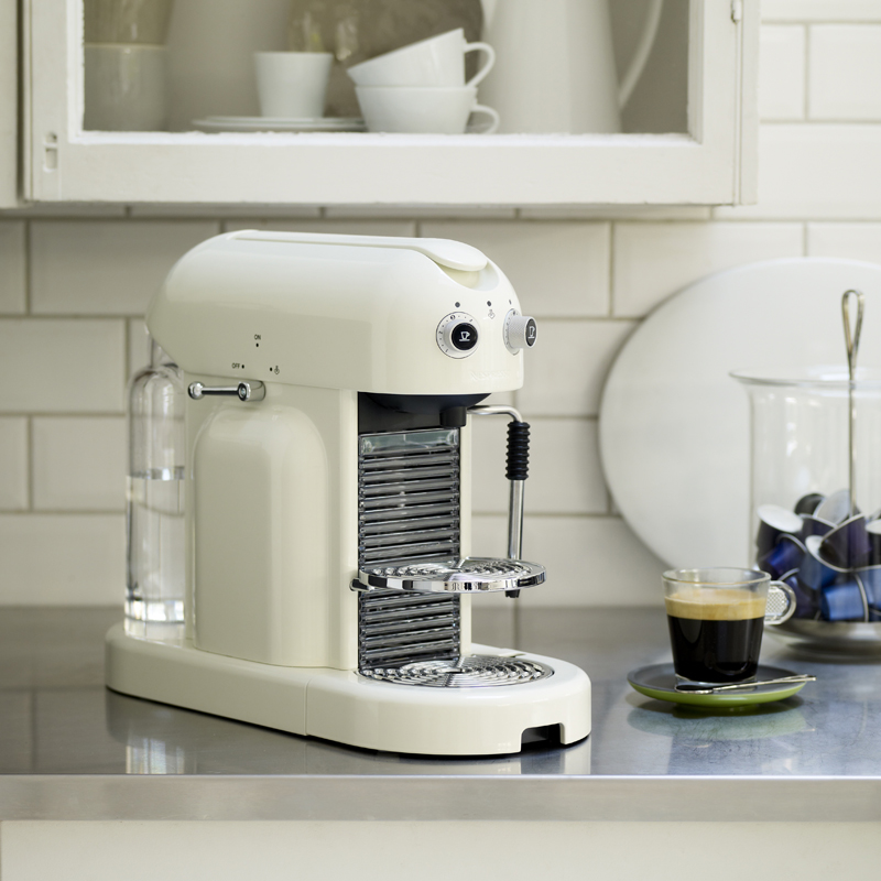 machine caf d couvrez la nouvelle machine nespresso machine caf nespresso magimix. Black Bedroom Furniture Sets. Home Design Ideas