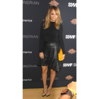 Nicole Richie en look Mugler et Winter Kate
