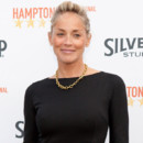 Sharon Stone prend la pose royale