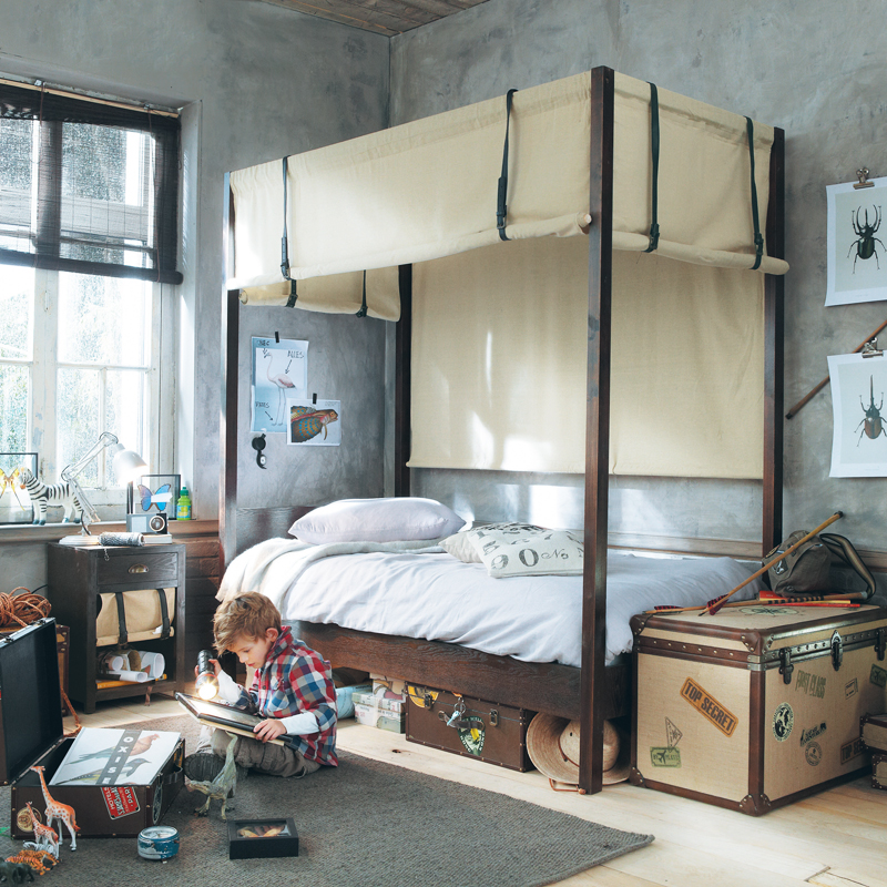 les jolies nouveaut s maisons du monde pour la rentr e 2012 lit baldaquin phileas fogg. Black Bedroom Furniture Sets. Home Design Ideas