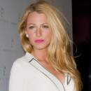 Blake Lively et sa coiffure one shoulder