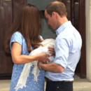 Kate Middleton, le prince William et leur royal baby le 23 juillet 2013 à leur sortie de la maternité St Mary de Londres