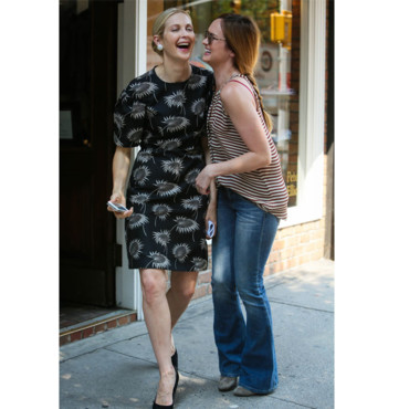 Kelly Rutherford et Kaylee DeFer sur le tournage de Gossip Girl
