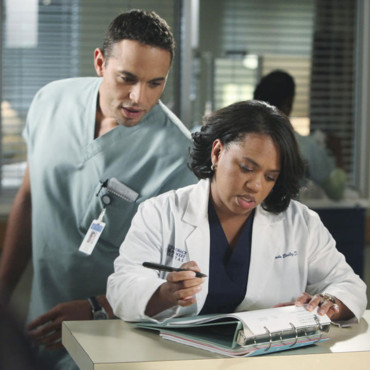 Grey's Anatomy saison 7 Eli drague Miranda Bailey (Daniel Sunjata)