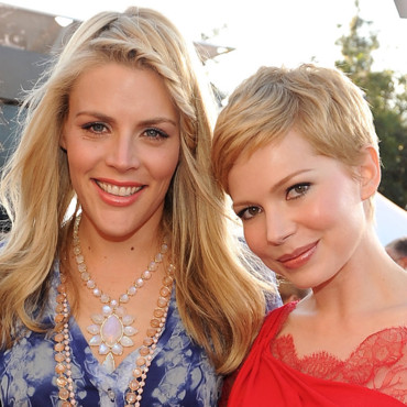 Busy Philipps et Michelle Williams à leur arrivée aux Screen Actors Guild Awards à Los Angeles en janvier 2012
