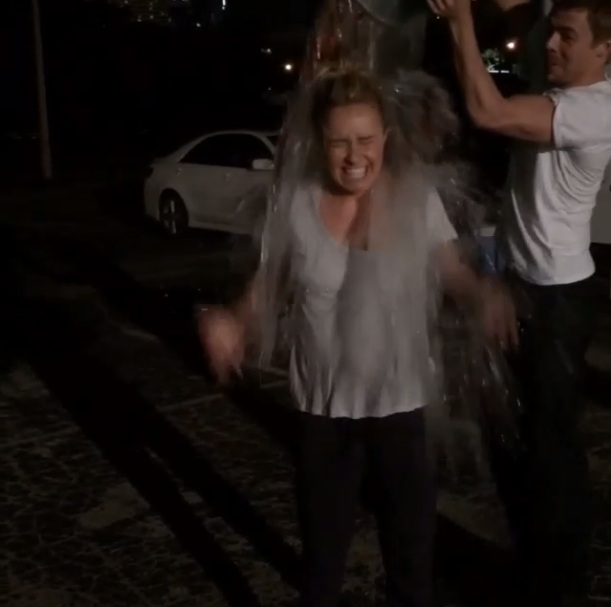 Hayden Panettiere participe au Ice Bucket Challenge. Aout 2014