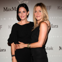 Courtney Cox et Jennifer Aniston à Los Angeles en 2011