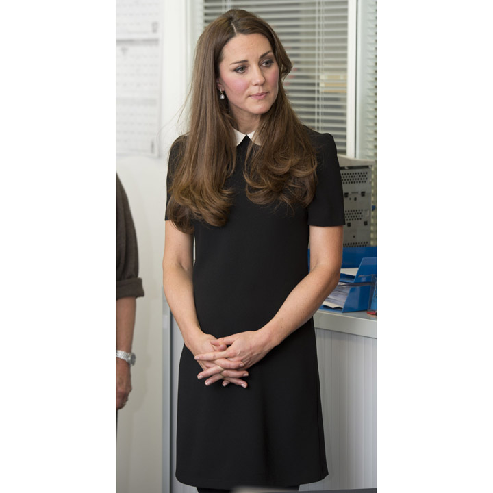 Kate middleton ses plus beaux looks de duchesse kate - Robe col claudine comptoir des cotonniers ...