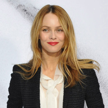 Vanessa Paradis défilé Chanel mars 2010 coloration blonde