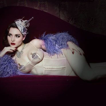 Effeuillage burlesque : Scarlett Diamond au Secret Square