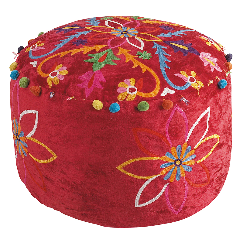 salon 30 poufs dans tous les styles partir de 12 99 pouf gipsy rouge maisons du monde. Black Bedroom Furniture Sets. Home Design Ideas