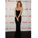 Rosie Huntington-Whiteley en robe noire bustier