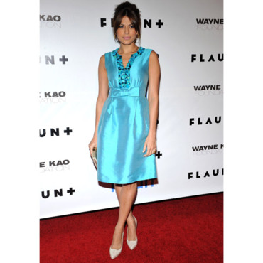 Eva Mendes dans une robe bleue à Bel Air (Los Angeles) en 2008