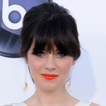 Zooey Deschanel et son rouge à lèvres orange