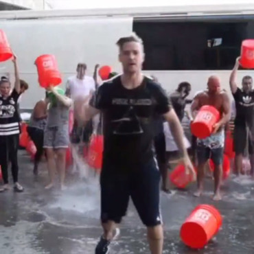 Justin Timberlake pour le ALS Ice Bucket Challenge. Août 2014