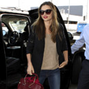 Miranda Kerr à l'aéroport de Los Angeles le 26 avril 2013