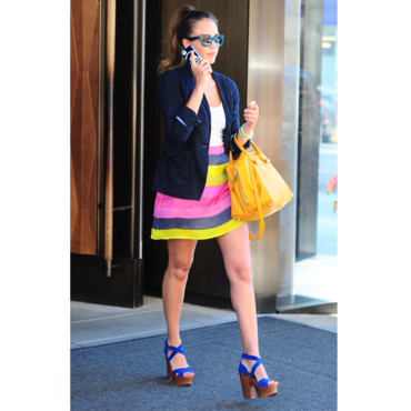 Jessica Alba en total look vitaminé à New-York