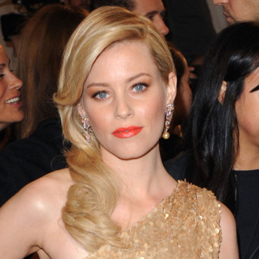 Elizabeth Banks et son rouge à lèvres orange