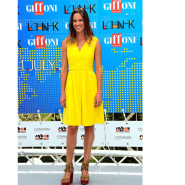 Hilary Swank en Tory Burch
