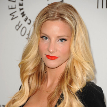 Heather Morris et son rouge à lèvres orange