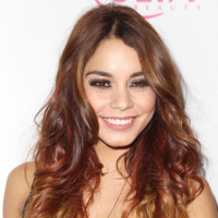 Vanessa Hudgens au ULTA Beauty Donate with a Kiss à New York le 3 octobre 2013
