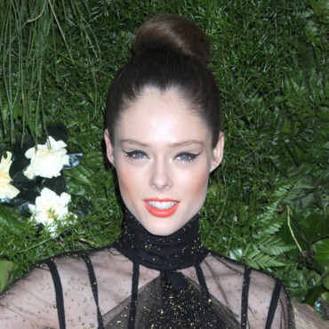 Coco Rocha chignon hotesse et eye liner xxl 2012 Bid to Save the Earth: The Green Auction avril 2011