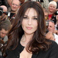 Photo : Monica Bellucci a les yeux revolver