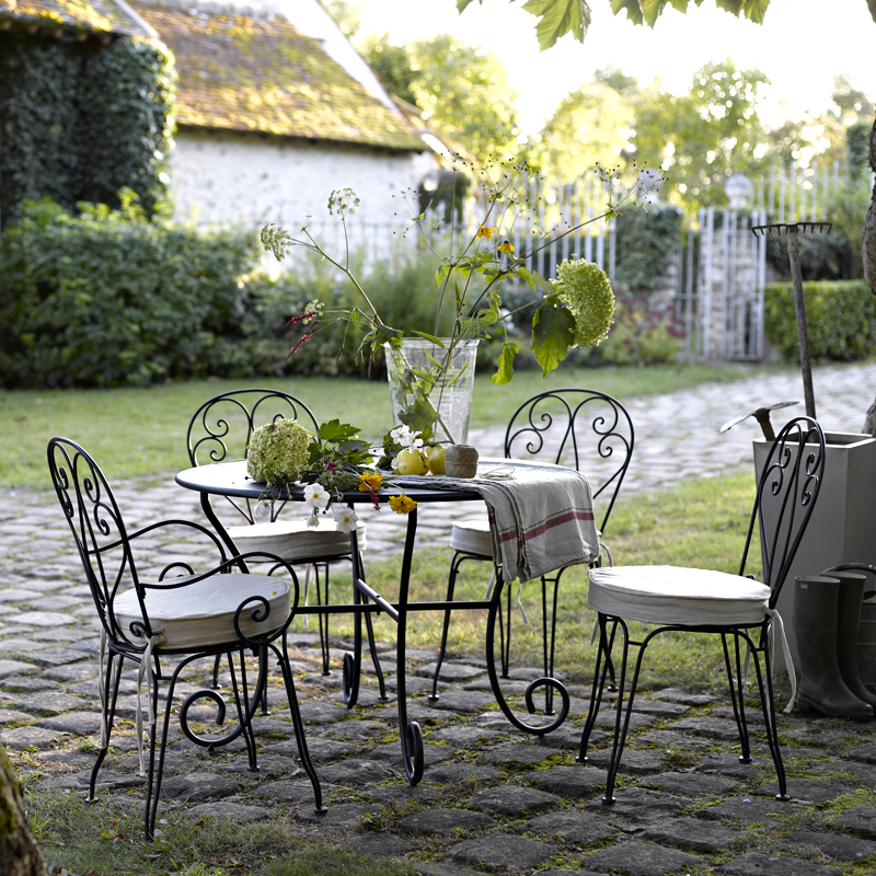 Am pm de nouvelles ambiances d co printemps t - Salon jardin fer forge ...