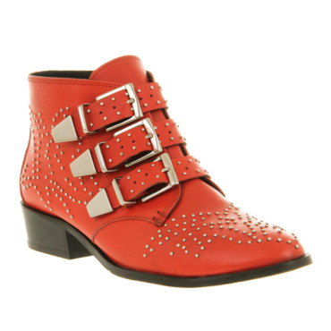 Boots cloutées rouges Office, 98 euros