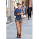 Julianne Hough en short safari