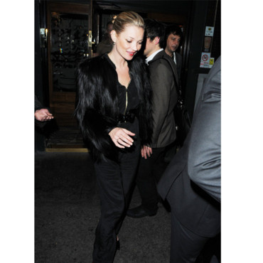 Kate Moss sortant du restaurant Groucho à Londres