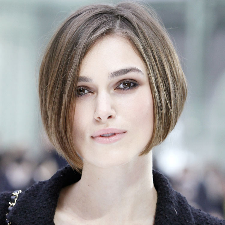 le look coiffure du jour keira knightley et sa coupe au carr beaut. Black Bedroom Furniture Sets. Home Design Ideas