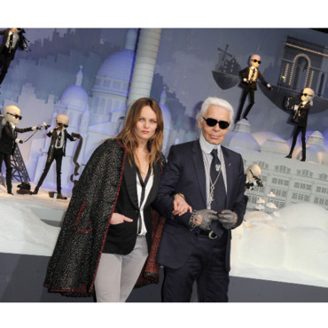 Karl Lagerfeld et Vanessa Paradis inaugurent les Vitrines du Printemps le 9 novembre 2011