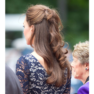 kate middleton coiffure de mariage on s 39 inspire des princesses demi queue haute. Black Bedroom Furniture Sets. Home Design Ideas