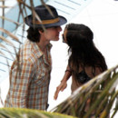 Vacances : Tom Cruiseembrasse Katie Holmes à Miami Beach