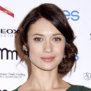 Olga Kurylenko et son beauty look bohème naturel à New York le 15 avril 2013