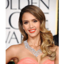 Jessica Alba et son one shoulder lors des Golden Globes 2013 le 13 janvier 2013 à Los Angeles