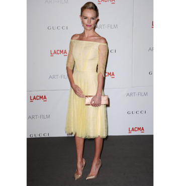Kate Bosworth en robe low shoulders jaune pastel