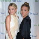 Mary-Kate Olsen Ashley Olsen chignon blondes Fresh Air Fund mai 2012 NYC