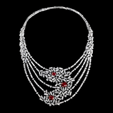 "Collier Nid d'amour ""Le Grand Frisson"" Chaumet - or gris, diamants et centre rubis"