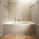 Salle de bain avec parquet