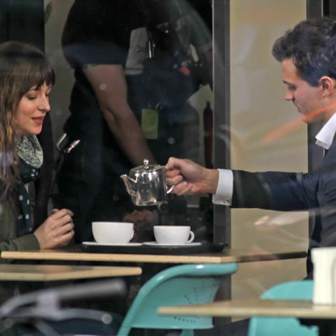 Dakota Johnson et Jamie Dornan sur le tournage de Fifty Shades of Grey en décembre 2013