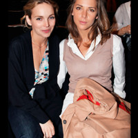 Photo : Claire Keim et Mélissa Theuriau, fashion victimes