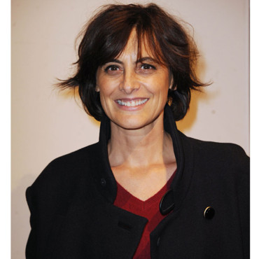 Inès de la Fressange carré court cocktail L'Homme Vogue à Paris janvier 2012