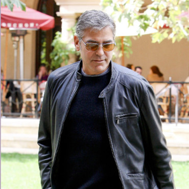 L'acteur George Clooney dans un parc à Los Angeles, CA, USA, le 11 october 2012. Photo de GSI/ABACAPRESS.COM