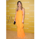 Drew Barrymore en robe assymétrique orange Jil Sander