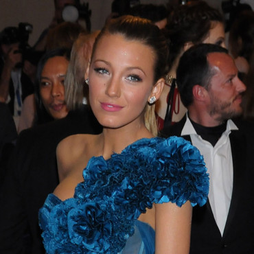 Blake Lively Costume Gala Institute 2010 rouge à lèvres