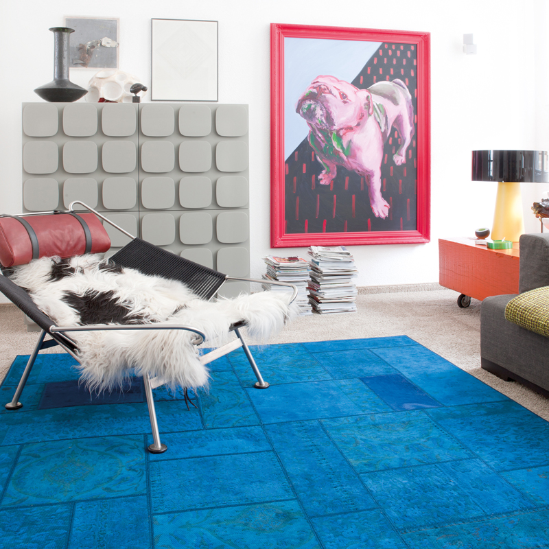 bleu klein bleu turquoise ou oc an le bleu l 39 assaut de la d co pour la saison printemps t. Black Bedroom Furniture Sets. Home Design Ideas